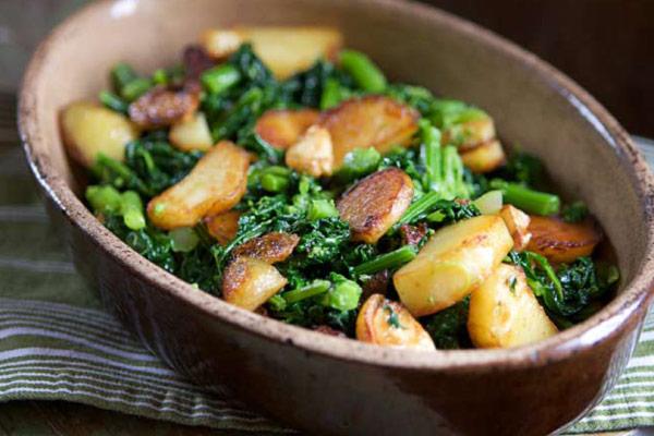 Viola Buitoni's Rapi e Patate, Sauteed Garlicky Rapini with Crispy Potatoes Photo: Hirsheimer & Hamilton