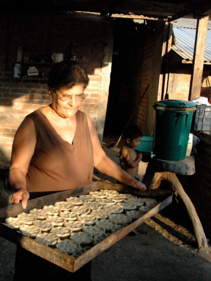 Francisca making rosquillas.  | Photo: Julia della Croce