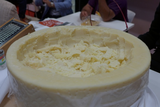Pecorino Romano, piercingly sharp, seductively salty, hard but moist, the way we rarely taste it. Classic.